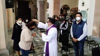 """Photo of """"Dios protege, pero vacuna también"""": Obispo"""