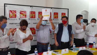 Photo of Vicente Aguilar entrega nombramiento a coordinador en Misantla