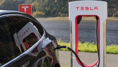 Photo of Tesla invierte mil 500 mdd en bitcoin; aceptará pagos por este medio