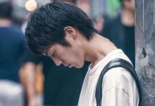 """Photo of Japón designa a """"Ministro de la Soledad"""" para abordar alza en suicidios"""