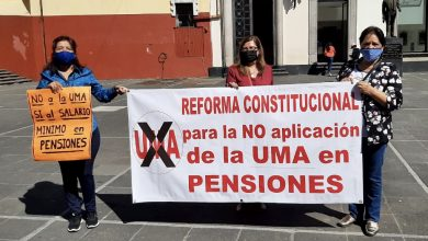 Photo of Pensionados protestan en Xalapa; rechazan pago en UMA